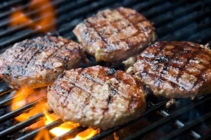 Como preparar carne para hamburguesa sin que se encoja