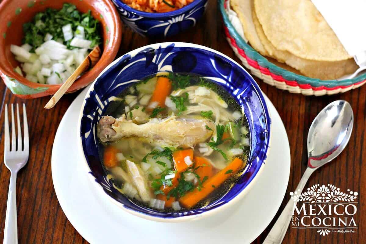 Receta Mexicana Caldo de Pollo Facil Paso a Paso